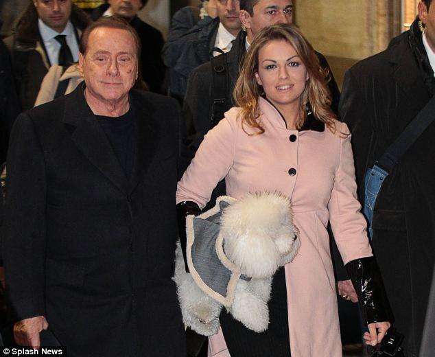 Berlusconi: Chia tay vợ già, cưới nhân tình trẻ? - Ảnh 2