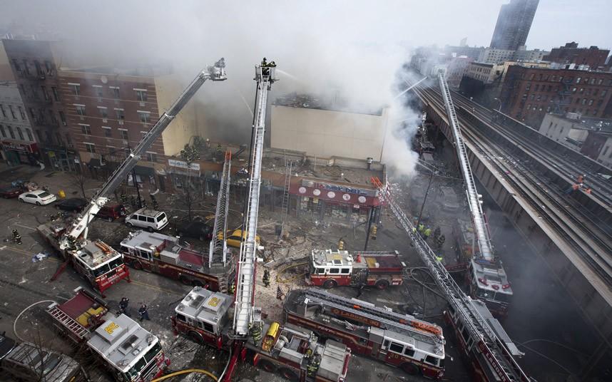 Hiện trường vụ nổ sập nhà ở New York - Ảnh 1