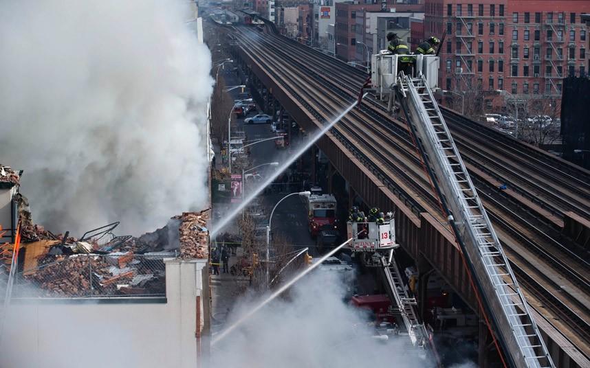 Hiện trường vụ nổ sập nhà ở New York - Ảnh 4