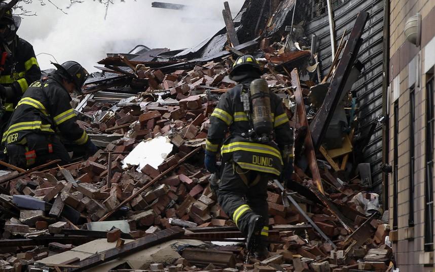 Hiện trường vụ nổ sập nhà ở New York - Ảnh 8