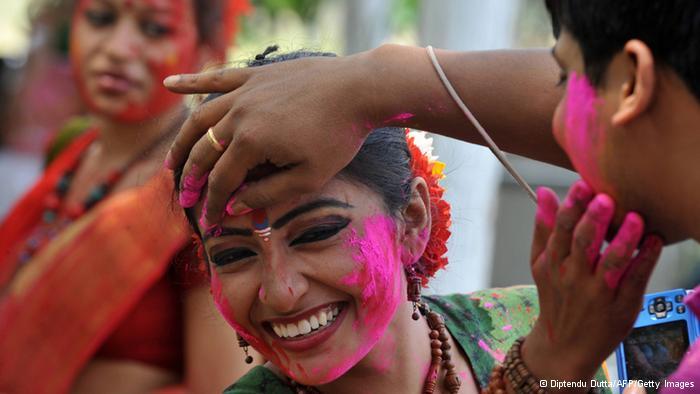 Lễ hội Holi đầy màu sắc ở Ấn Độ - Ảnh 1