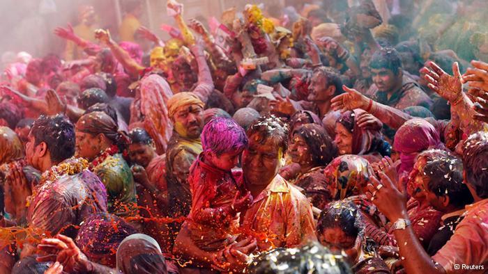 Lễ hội Holi đầy màu sắc ở Ấn Độ - Ảnh 7