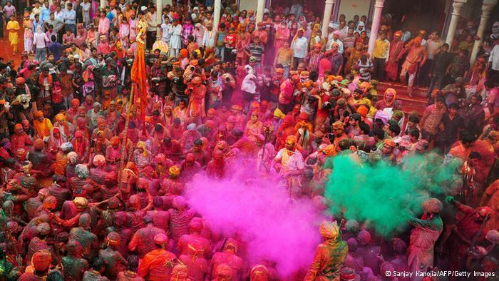 Lễ hội Holi đầy màu sắc ở Ấn Độ - Ảnh 2