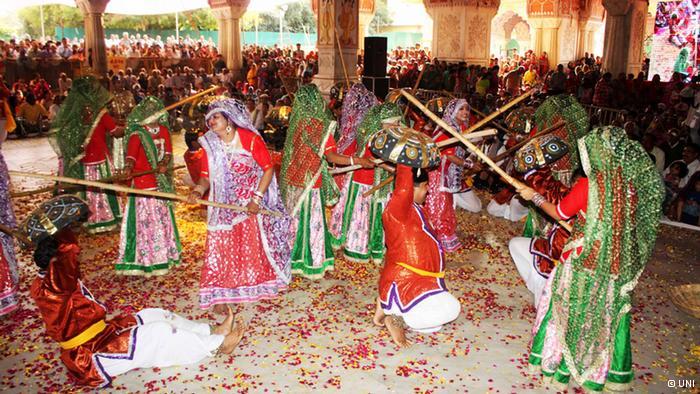 Lễ hội Holi đầy màu sắc ở Ấn Độ - Ảnh 3