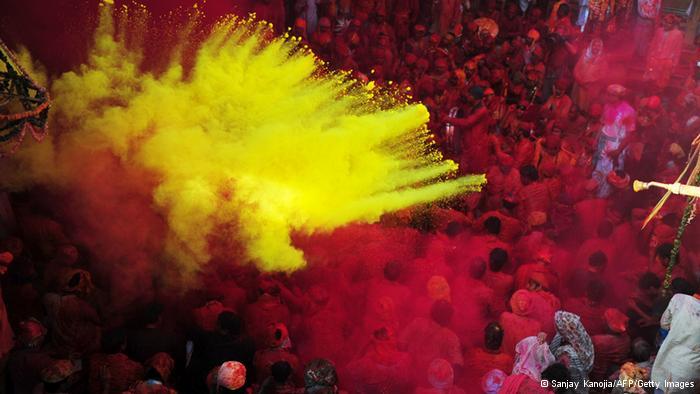 Lễ hội Holi đầy màu sắc ở Ấn Độ - Ảnh 4