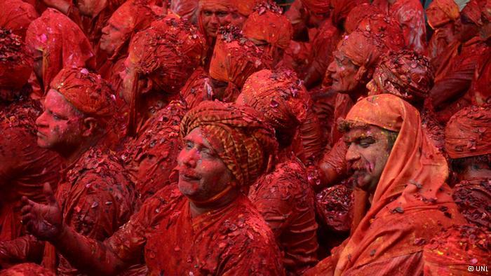 Lễ hội Holi đầy màu sắc ở Ấn Độ - Ảnh 5