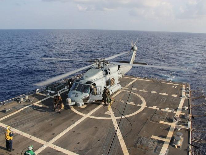 Tàu Hải quân Mỹ ngừng tìm kiếm máy bay mất tích - Ảnh 1