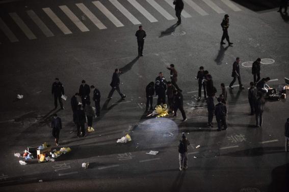 Trung Quốc: Khủng bố tại nhà ga, 28 người chết - Ảnh 1