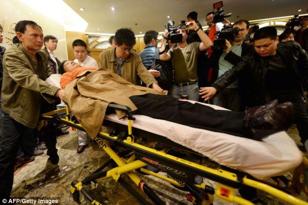 Đau đớn, thân quyến của nạn nhân trên chuyến bay MH370  - Ảnh 12