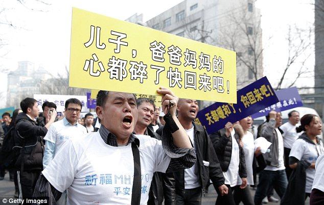 Đau đớn, thân quyến của nạn nhân trên chuyến bay MH370  - Ảnh 1