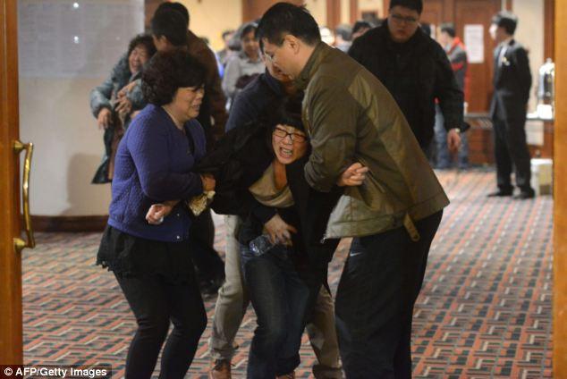 Đau đớn, thân quyến của nạn nhân trên chuyến bay MH370  - Ảnh 5