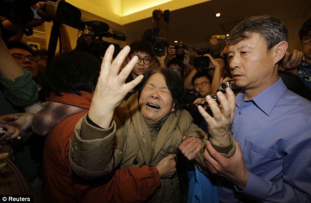 Đau đớn, thân quyến của nạn nhân trên chuyến bay MH370  - Ảnh 6