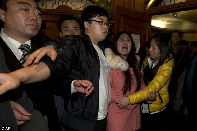 Đau đớn, thân quyến của nạn nhân trên chuyến bay MH370  - Ảnh 7