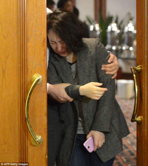 Đau đớn, thân quyến của nạn nhân trên chuyến bay MH370  - Ảnh 9
