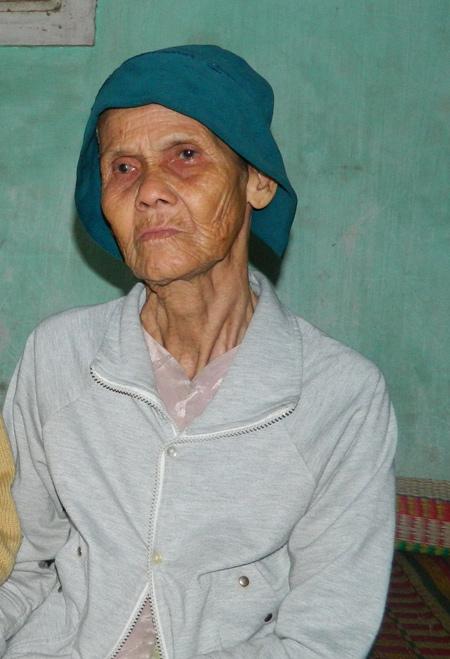 Phẫn nộ con trai đuổi mẹ già gần 80 khỏi nhà - Ảnh 2