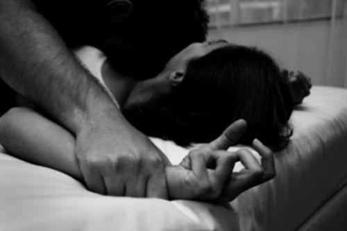 Hòa Bình: Phó phòng Văn hóa - Thể thao huyện bị tố hiếp dâm - Ảnh 1