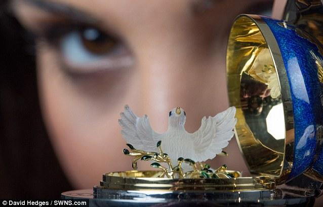 Chiêm ngưỡng trứng Phục sinh đính 1.000 viên kim cương - Ảnh 5