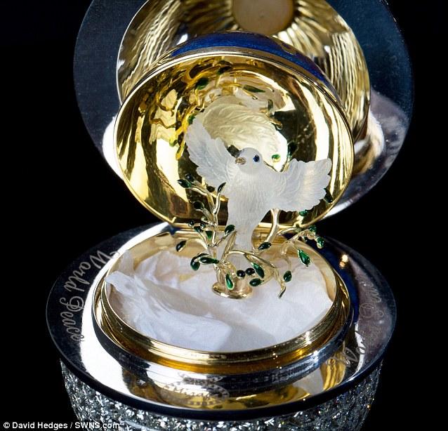 Chiêm ngưỡng trứng Phục sinh đính 1.000 viên kim cương - Ảnh 6