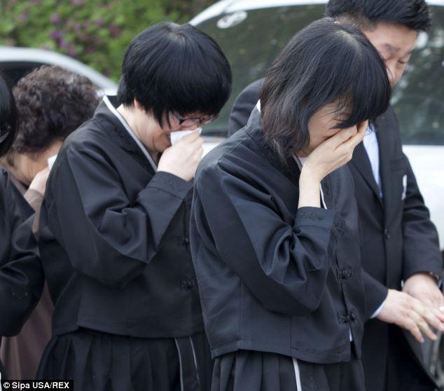 Đám tang xúc động của thầy hiệu phó sau vụ chìm phà Sewol - Ảnh 4