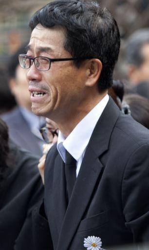 Đám tang xúc động của thầy hiệu phó sau vụ chìm phà Sewol - Ảnh 7