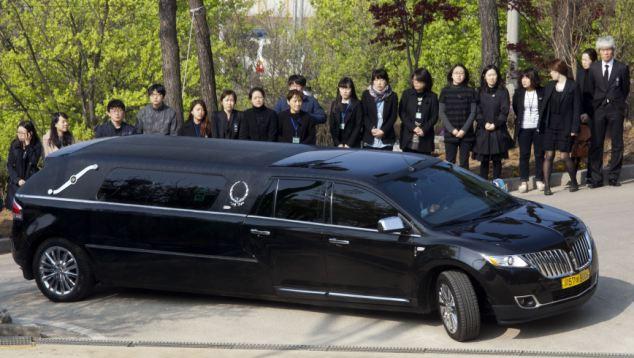 Đám tang xúc động của thầy hiệu phó sau vụ chìm phà Sewol - Ảnh 9