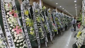 Đám tang nữ thuyền viên anh hùng trong vụ chìm phà Sewol - Ảnh 2