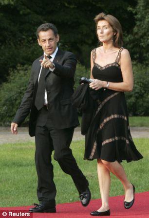 Cựu Tổng thống Sarkozy từng tán tỉnh bạn gái Hollande? - Ảnh 2