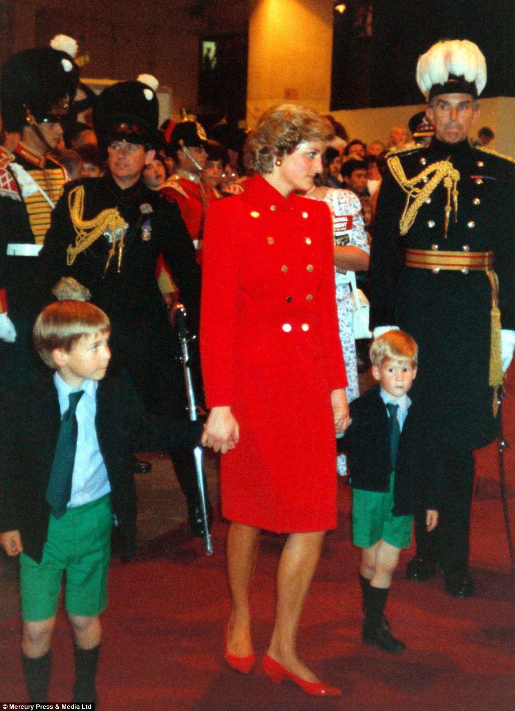 """Những bức ảnh """"độc"""" về gia đình hoàng gia Anh - Ảnh 8"""