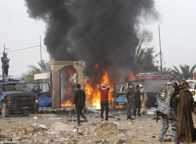 Cận cảnh đánh bom ở Iraq, gần trăm người thương vong - Ảnh 3