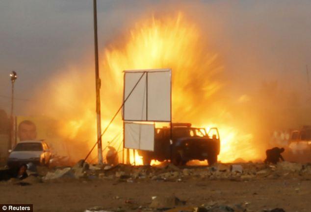 Cận cảnh đánh bom ở Iraq, gần trăm người thương vong - Ảnh 1
