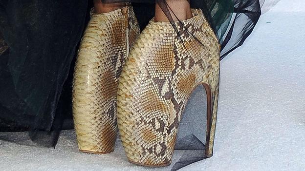 Giày cao gót tôn vinh nét quyến rũ của phái đẹp - Ảnh 4
