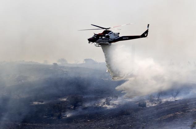 Cháy rừng ở Mỹ, 20 nghìn hộ gia đình phải sơ tán - Ảnh 1