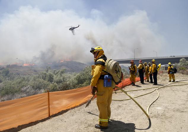 Cháy rừng ở Mỹ, 20 nghìn hộ gia đình phải sơ tán - Ảnh 2