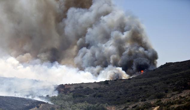 Cháy rừng ở Mỹ, 20 nghìn hộ gia đình phải sơ tán - Ảnh 3