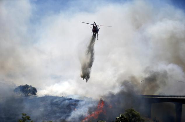 Cháy rừng ở Mỹ, 20 nghìn hộ gia đình phải sơ tán - Ảnh 5