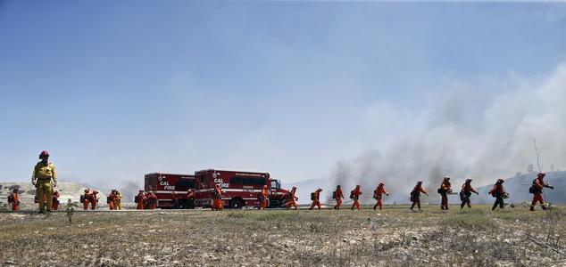 Cháy rừng ở Mỹ, 20 nghìn hộ gia đình phải sơ tán - Ảnh 7