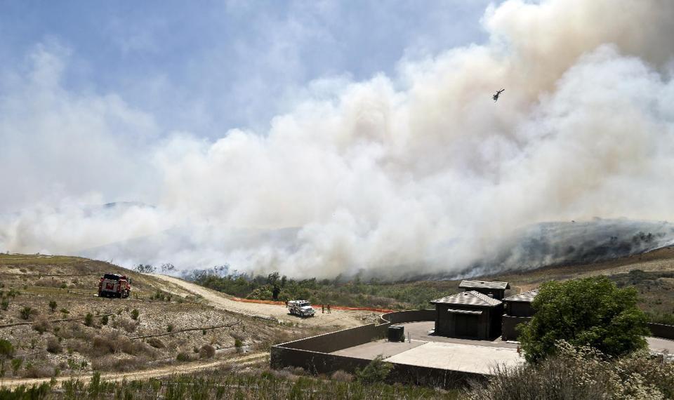 Cháy rừng ở Mỹ, 20 nghìn hộ gia đình phải sơ tán - Ảnh 8