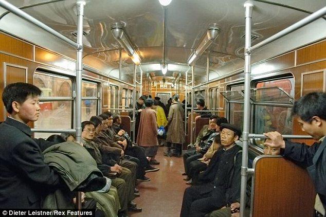 """Hình ảnh cuộc sống """"tương phản"""" giữa hai miền Triều Tiên - Ảnh 1"""