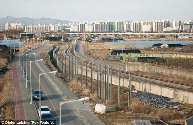 """Hình ảnh cuộc sống """"tương phản"""" giữa hai miền Triều Tiên - Ảnh 12"""