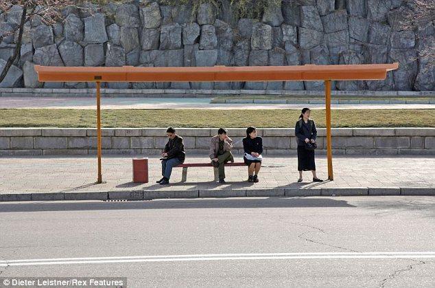 """Hình ảnh cuộc sống """"tương phản"""" giữa hai miền Triều Tiên - Ảnh 13"""