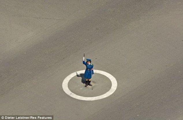 """Hình ảnh cuộc sống """"tương phản"""" giữa hai miền Triều Tiên - Ảnh 15"""
