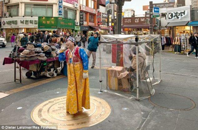 """Hình ảnh cuộc sống """"tương phản"""" giữa hai miền Triều Tiên - Ảnh 16"""