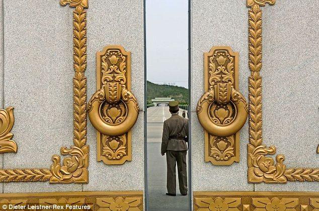 """Hình ảnh cuộc sống """"tương phản"""" giữa hai miền Triều Tiên - Ảnh 17"""