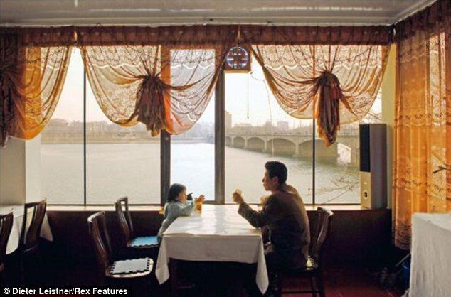 """Hình ảnh cuộc sống """"tương phản"""" giữa hai miền Triều Tiên - Ảnh 5"""