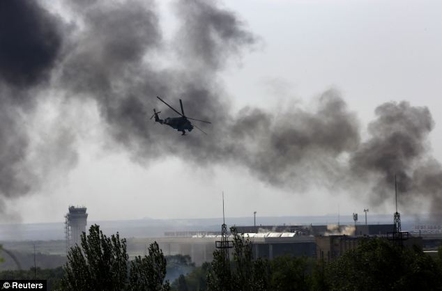 Cận cảnh vụ không kích tại sân bay quốc tế Donetsk - Ảnh 1