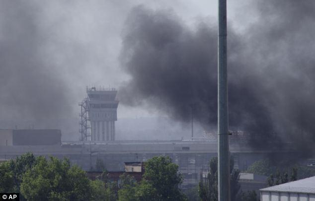 Cận cảnh vụ không kích tại sân bay quốc tế Donetsk - Ảnh 2