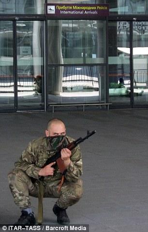 Cận cảnh vụ không kích tại sân bay quốc tế Donetsk - Ảnh 3