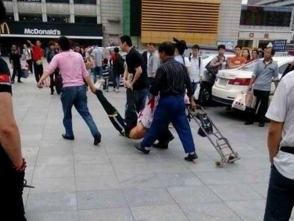 Lại xảy ra tấn công bằng dao ở Trung Quốc - Ảnh 1