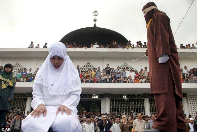 Góa phụ Indonesia bị cưỡng hiếp tập thể vì tội ngoại tình - Ảnh 1