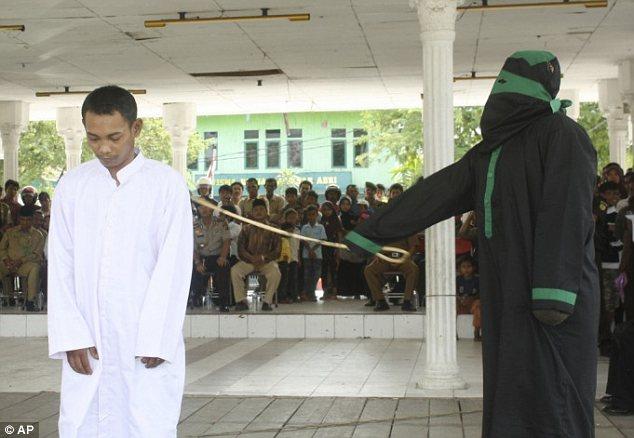 Góa phụ Indonesia bị cưỡng hiếp tập thể vì tội ngoại tình - Ảnh 2